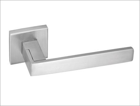 Concealed flush door hardware